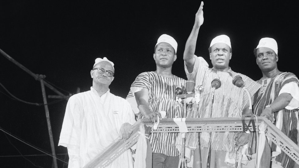 Kwame Nkrumah (center) dey wave to crowd during 6th March, 1957 declaration of Ghana as Independent state from British Colony