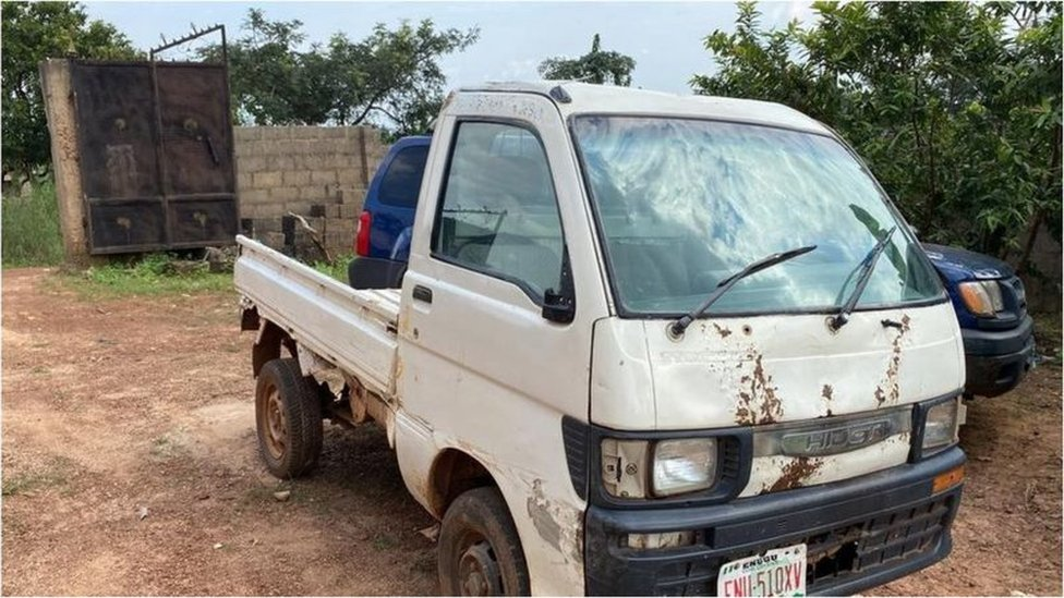 Small truck wey Lawurence dey drive